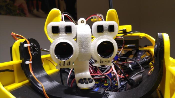 Zwei Webcams in einer Halterung aus dem 3D-Drucker
