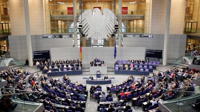 Bundestag: CDU/CSU hält an der Vorratsdatenspeicherung und am Facebook-Gesetz fest