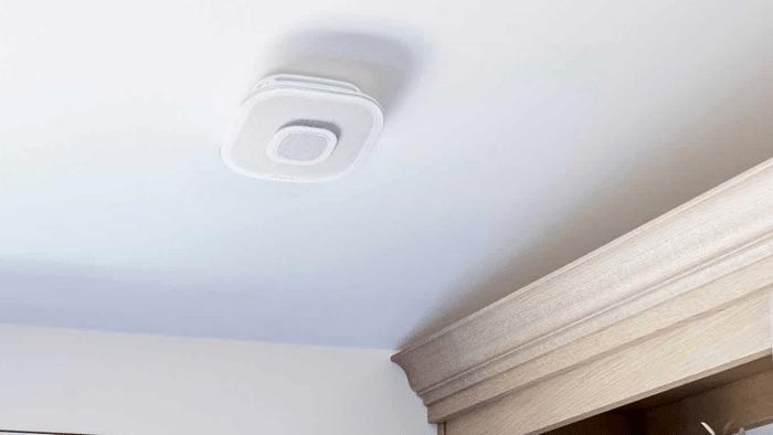 Rauchmelder mit AirPlay-2-Lautsprecher und Siri