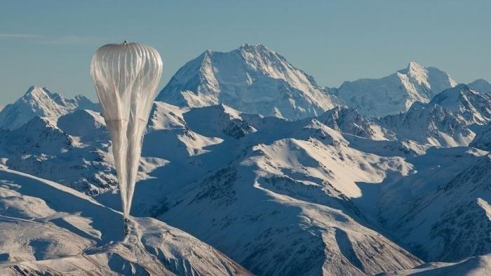 Ballon über Bergen