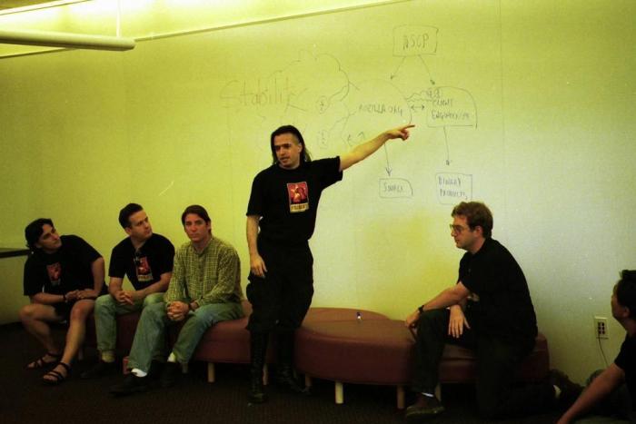 Jamie Zawinski stellt 1998 am Netscape Strategy Day die Strategie und Struktur von Mozilla.org vor