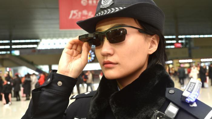 Chinesische Polizei setzt Überwachungsbrillen mit Gesichtserkennung ein