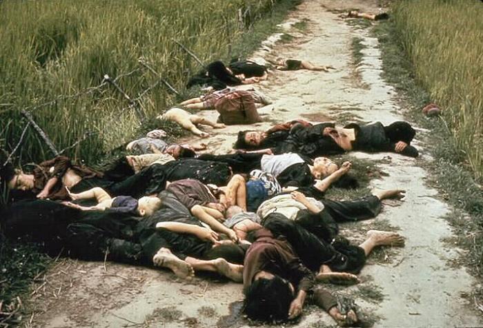 Tote Frauen und Kinder nach dem Massaker von My Lai