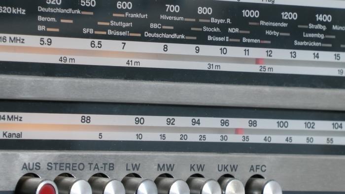 UKW-Frequenzen: Abschaltung vorerst abgewendet, aber Streit geht weiter
