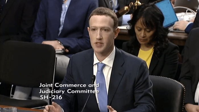 Mark Zuckerberg in Anzug und Krawatte