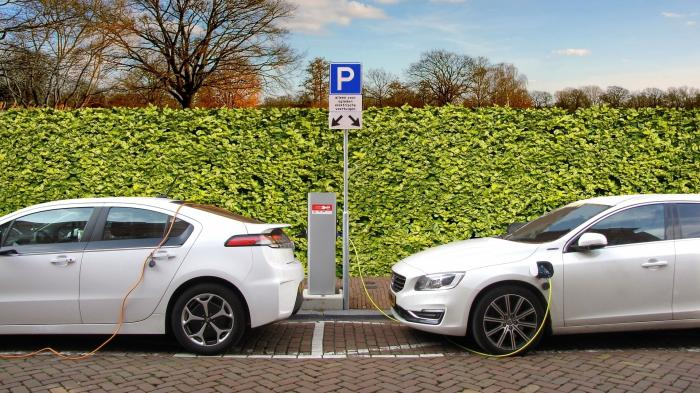 Elektroautos: Neue Schnellladestationen sollen Reichweitenangst nehmen