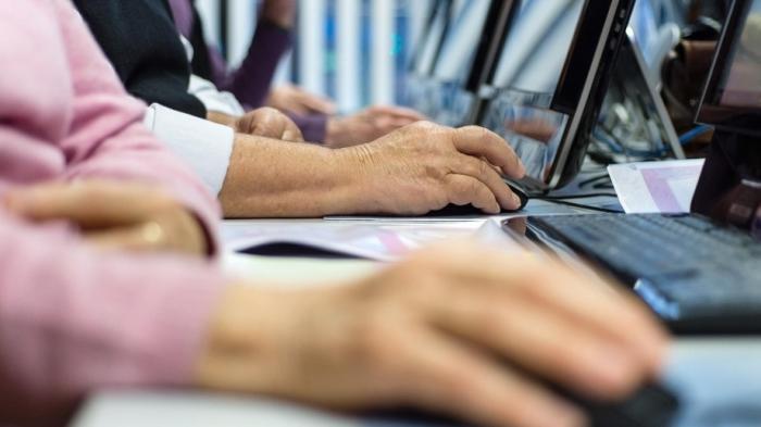 Die Hälfte der Menschen in Deutschland ab 65 Jahre ist online