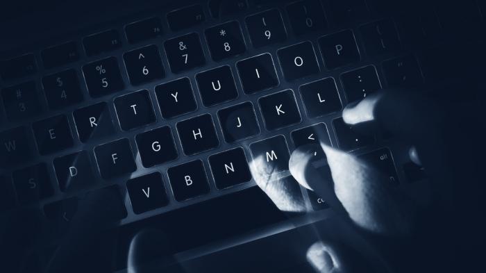 Prozess um Darkweb-Forum: Verantwortung des Betreibers für die Waffengeschäfte