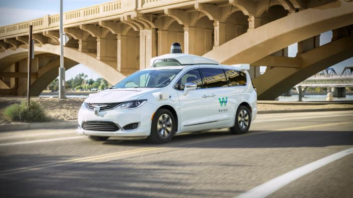 Waymo startet offiziell Robotaxi-Service in Arizona