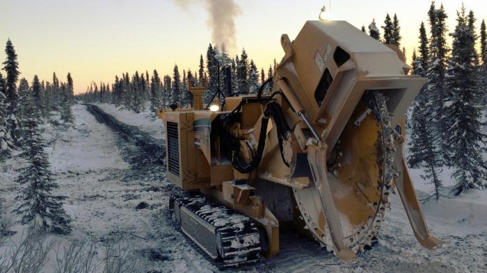 Bodenfräsmaschine im Schnee