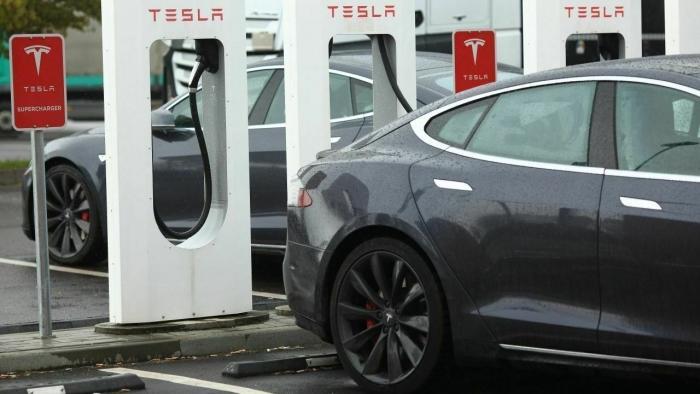 """Mobilitätsexperte über Tesla: """"Dümmste und obszönste Variante der Elektromobilität"""