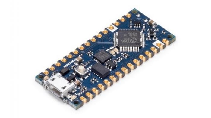 Ein blaues Arduino-Nano-Board.