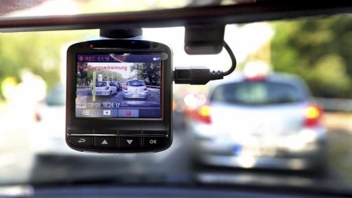 Dashcam-Aufnahme als Beweismittel: Autofahrer wegen Nötigung verurteilt
