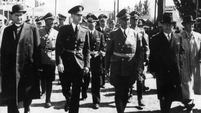 Wie das Bundeskanzleramt ein System der Geschichtsfälschung verteidigt …