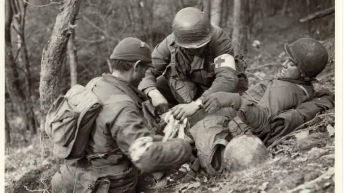 Die Schlacht um den Hürtgenwald in der Nordeifel im November 1944 hinterließ ein amerikanisches Trauma. Lange Zeit fast vergessen, gilt sie mehr und mehr als Parabel für die Sinnlosigkeit und Brutalität des Krieges...