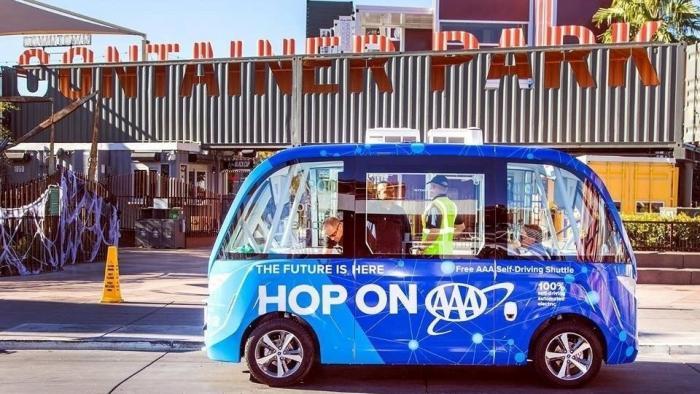Blauer Shuttlebus