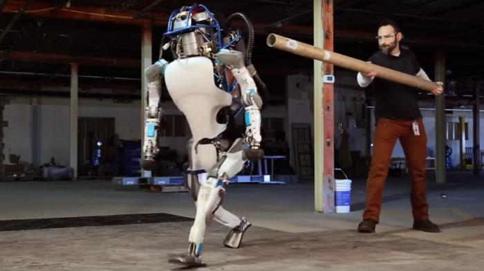 Krass! Atlas-Roboter kann jetzt sogar einen Rückwärtssalto