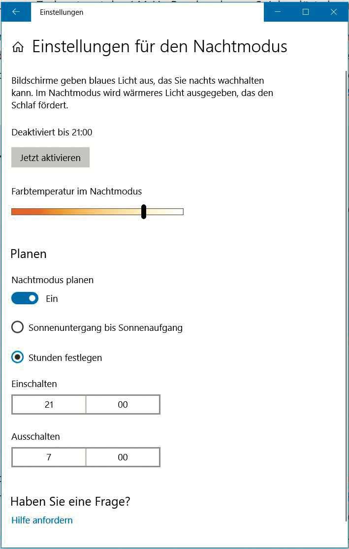 Wer häufig abends am Monitor sitzt, sollte unter Windows 10 den Blauanteil im Bild verringern.