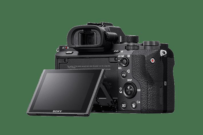 Das Display der A7R II ist klappbar und bietet eine Auflösung von 1,23 Millionen Punkten.