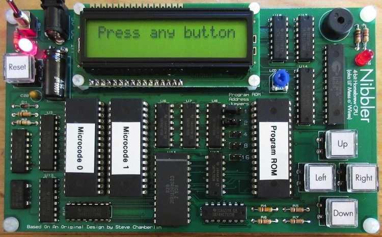 """In der Nibbler-Fangemeinde entstand dieser TTL-CPU-Entwurf auf einer """"richtigen"""" Platine."""