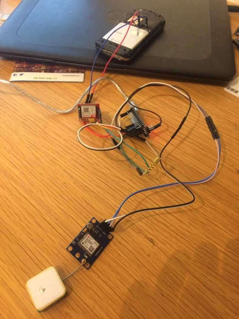 Elektronik auf einem Tisch