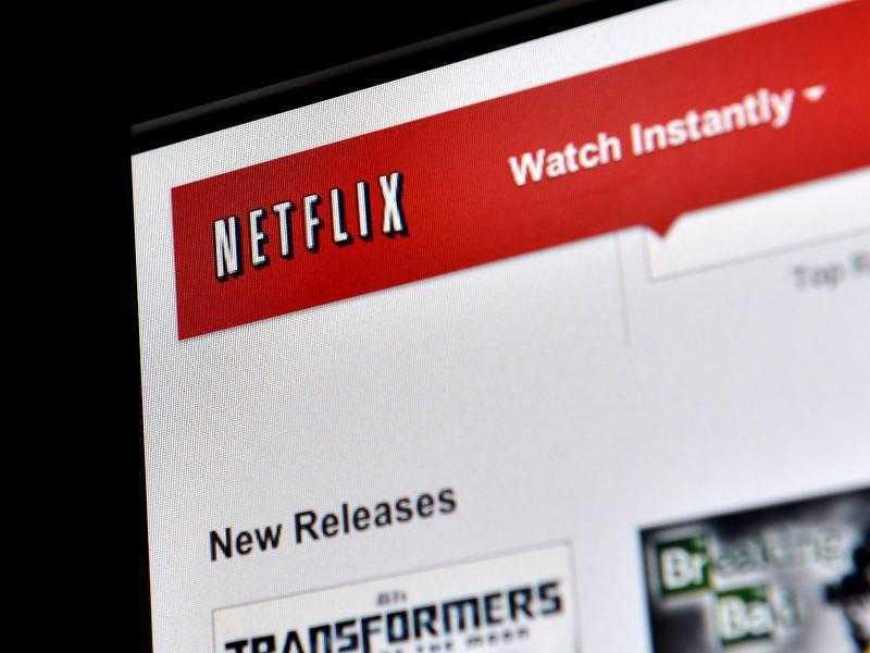 Netflix hat in den USA für viele Zuschauer das Fernsehen abgelöst. Filme und Serien lassen sich jederzeit anschauen und das ohne Werbespots. Nun kommt die Online-Videothek auch nach Deutschland.