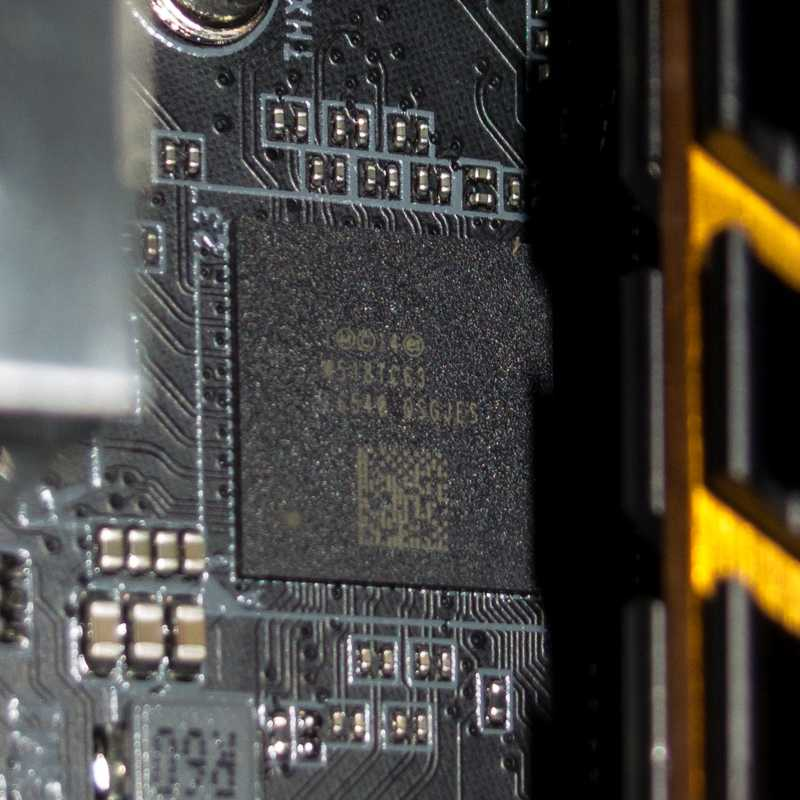Der Alpine-Ridge-Chip für Thunderbolt 3 ist im Vergleich zu anderen Controller-Chips recht groß.