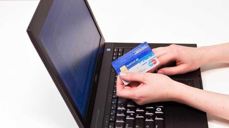 Frau bei Online-Banking