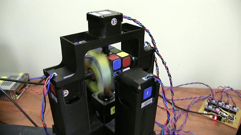 Roboter löst Rubiks Cube