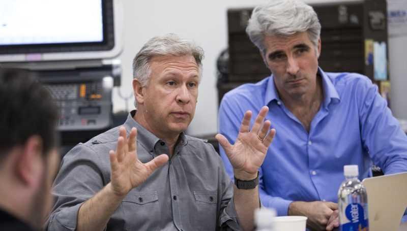 Apple-Marketingchef Phil Schiller (links) und Softwareboss Craigh Federighi.