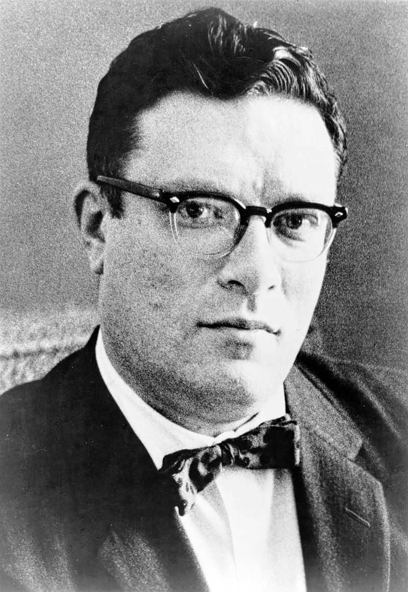 """Isaac Asimov zählt zusammen mit Arthur C. Clarke und Robert A. Heinlein zu den """"Großen Drei"""" der Science-Fiction-Literatur."""