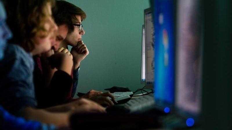 Arbeitgeber beklagen Fachkräftemangel: Gut 300.000 Fachleute sollen fehlen