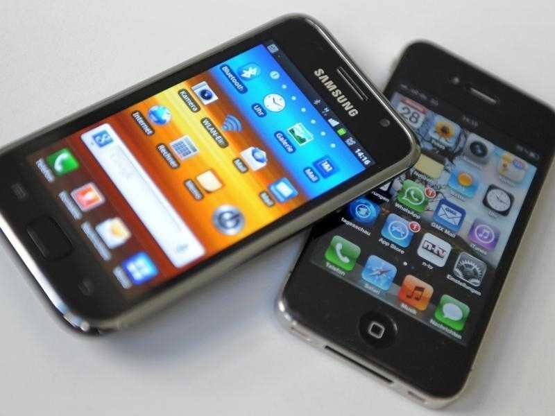 Smartphones von Apple und Samsung