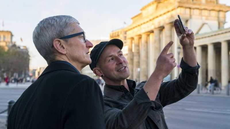 Tim Cook am Brandenburger Tor