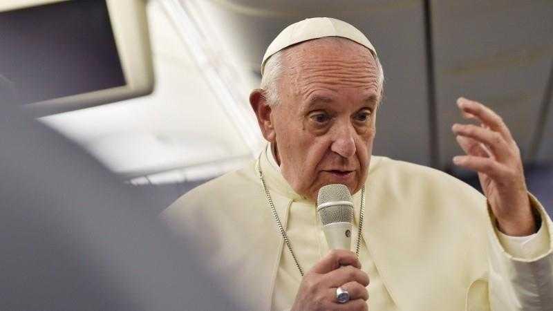 Papst Franziskus betet online