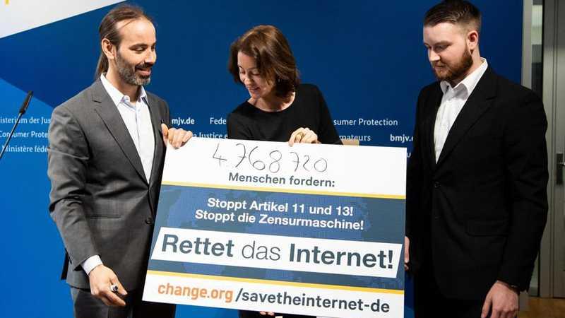 """EU-Copyright-Reform: Der """"Mob"""" erhebt sein Haupt gegen Upload-Filter"""