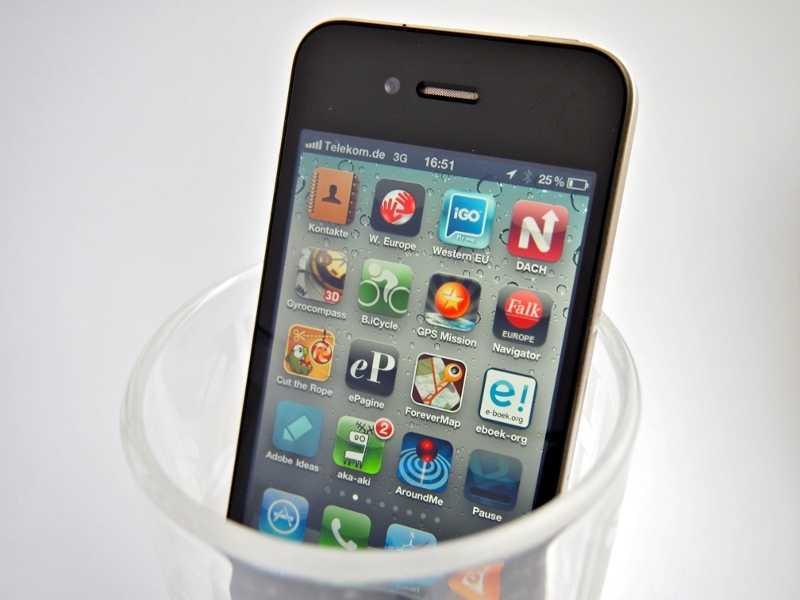 iPhone im Glas