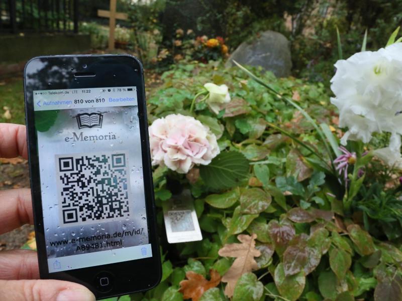 QR-Codes auf Gräbern