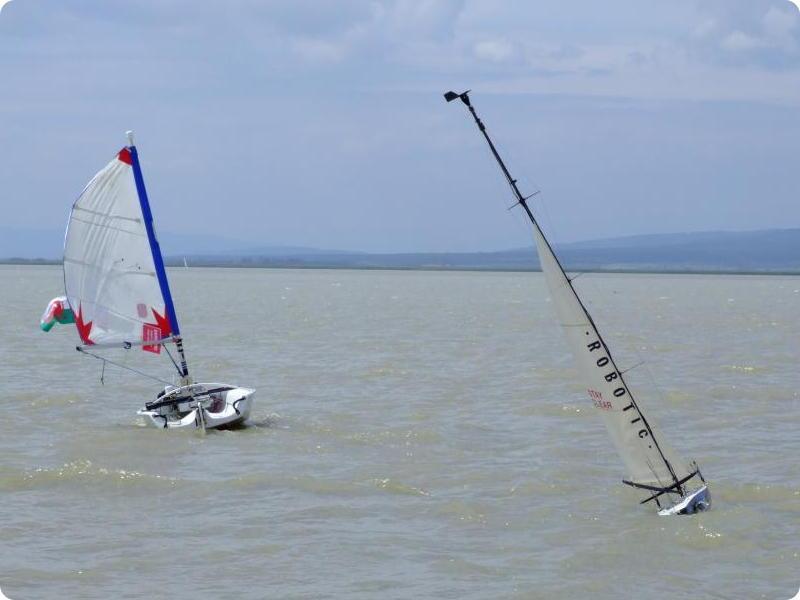 Bei der Weltmeisterschaft der Segelroboter kam das Team Aberystwyth (links) auf Platz zwei.