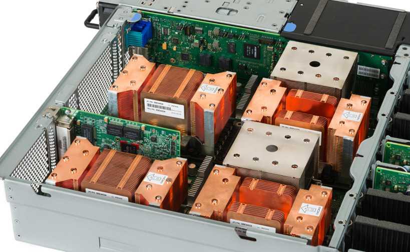Blick unter die Haube eine S822LC - zwei CPUs, vier GPUs