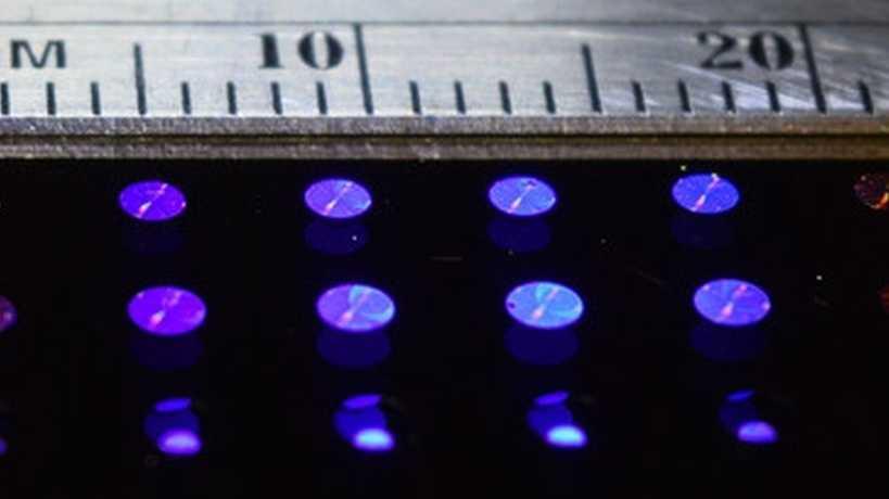 Flache Linsen mit Nano-Partikeln