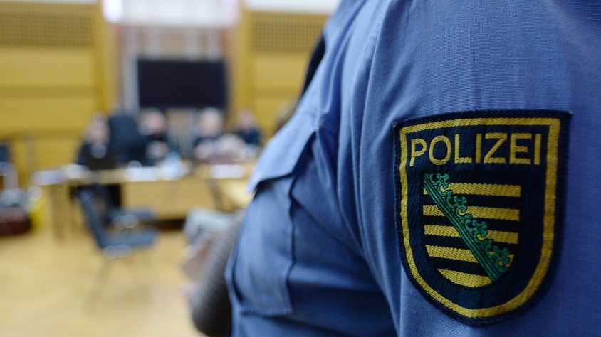 Polizei hebt Netzwerk von Onlinebetrügern aus