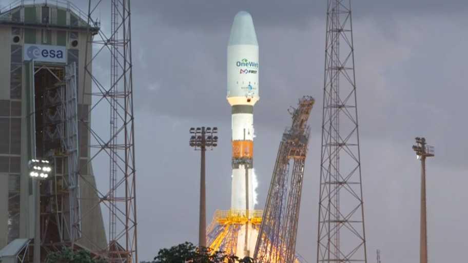 Satelliten-Internet: Sojus-Rakete bringt OneWeb-Satelliten ins All
