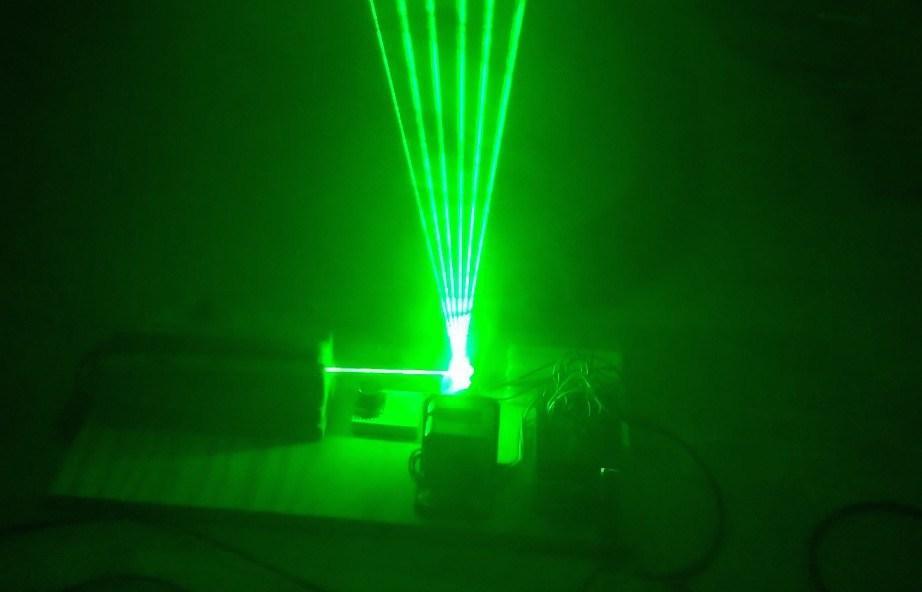 Laserharfe von Evan Reynolds aus dem Makezine-Projekt http://makezine.com/projects/build-two-octave-laser-harp/