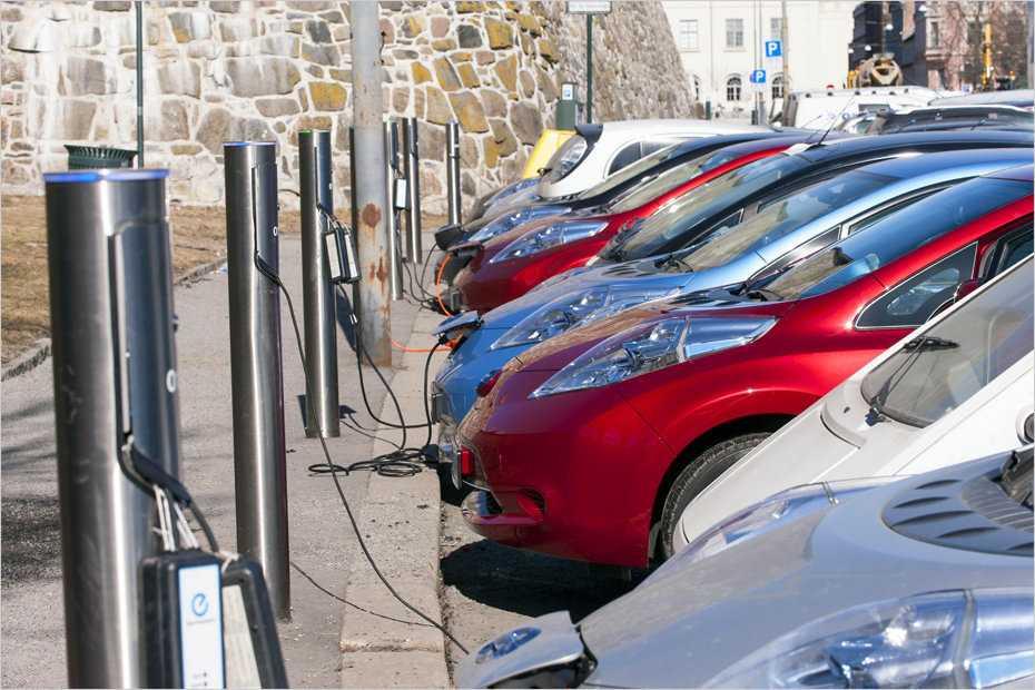 Ladesäulen in Oslo. Dank Förderung fahren in Norwegen vergleichsweise viele E-Autos.