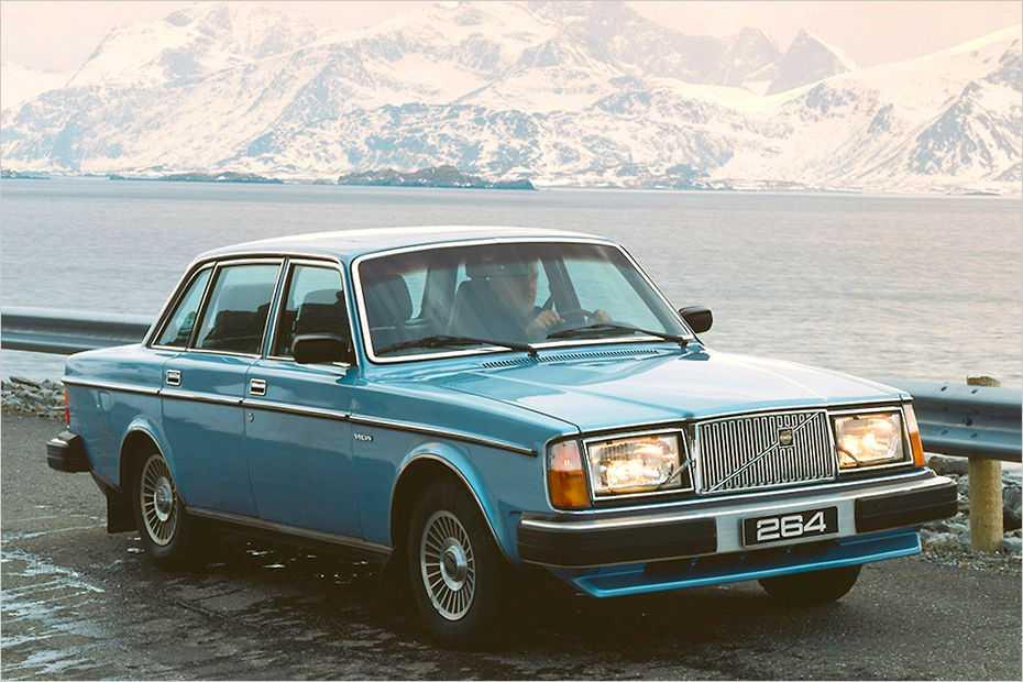 Die Baureihe Volvo 260 besaß im Unterschied zu den 240ern Sechszylinder-Motoren und eckige Scheinwerfer