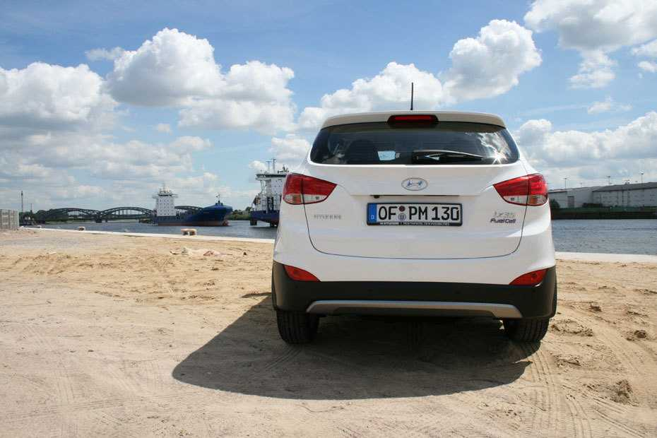 SUVs wie der Hyundai iX35 werden in Deutschland immer beliebter. Der Konkurrent des Volkswagen Tiguan überzeugt mit einem harmonischen Grundkonzept und einer soliden Verarbeitungsqualität. Allen SUVs gemeinsam ist die große Stirnfläche, die beim Fahren außerhalb der Stadt den Energiekonsum ansteigen lässt.