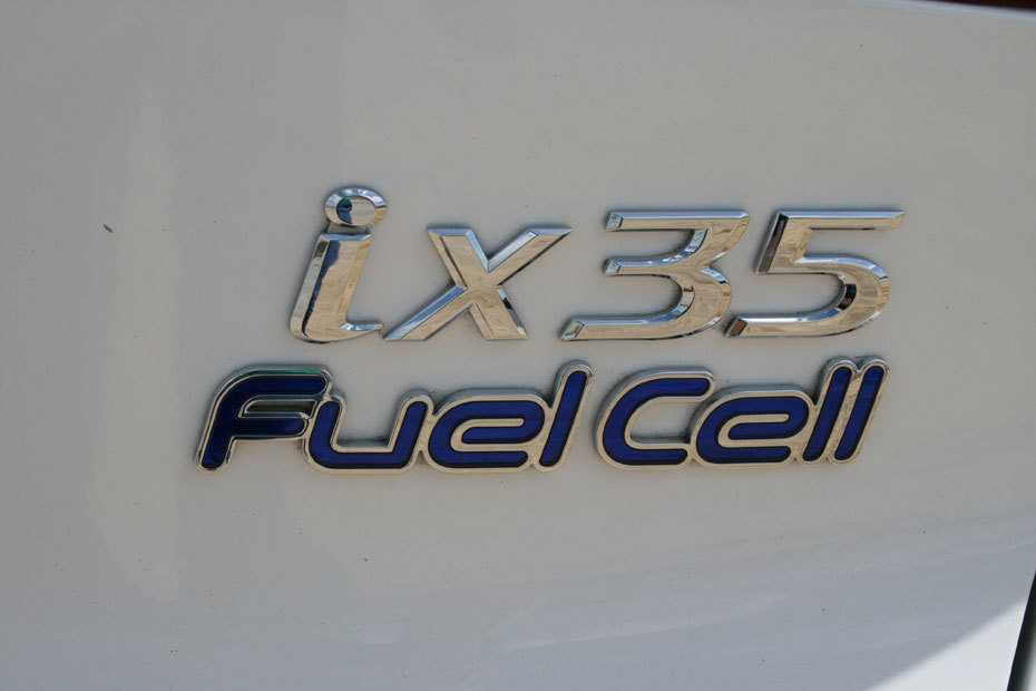 """Brennstoffzellen – Englisch """"Fuel Cell"""" – benötigen heute rund fünf Mal so viel Platin pro Auto wie ein Schwestermodell mit Verbrennungsmotor. Der Kostentreiber aber ist der nicht vorhandene Skaleneffekt; bei realistischer Betrachtung muss zurzeit von einer besseren Handfertigung statt von industrieller Massenware gesprochen werden."""