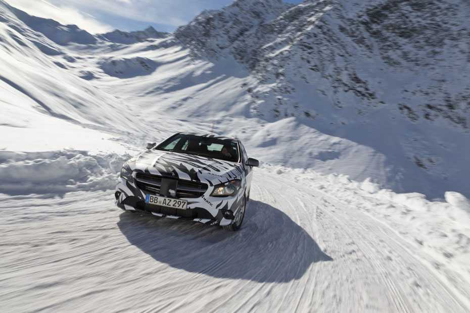 Mercedes-Benz CLA 4MATIC in der Erprobung unter winterlichen Bedingungen