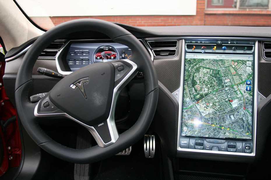 Anfang des Jahres war Tesla wegen eines 17-Zoll-Displays für den Fahrer in die Kritik geraten.